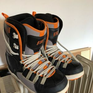Boots snow