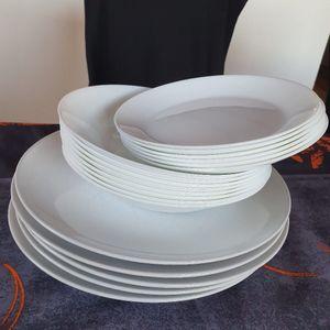 Assiettes plates ,creuses et petites plates