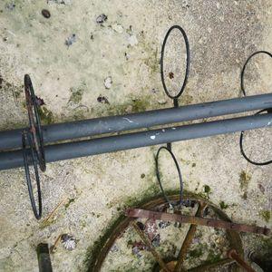 2 supports verticaux en métal