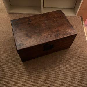 Petit coffre en bois