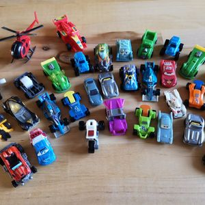 Lot de petits véhicules divers