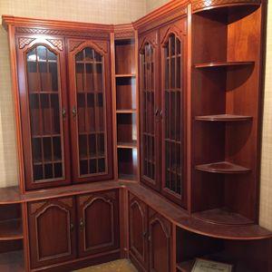 Bibliothèque en bois très bon état.