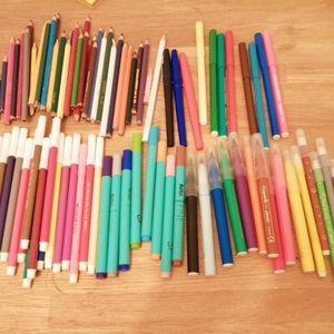 Feutres et crayons de couleur