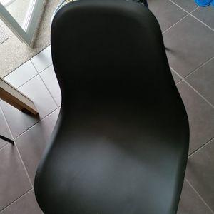 Chaise scandinave à réparer