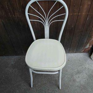 1 chaise en plastique