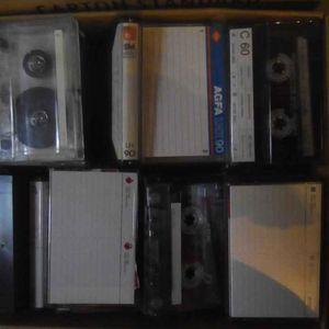 Une centaine de cassettes audio