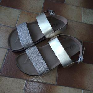 Sandales de marche été neuves 27