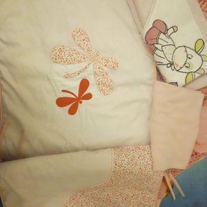 Tour de lit bébé, sortie de bain et petit drap housse