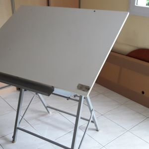 Table de dessinateur