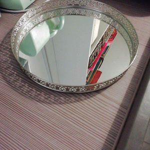 Plateau en argent, miroir.