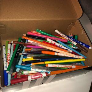 Boîte crayons et feutres