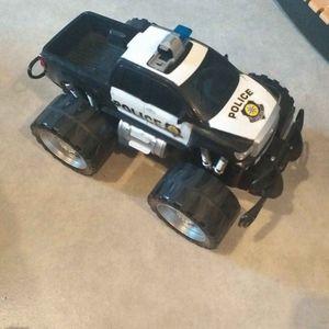 Donne voiture 4x4 police