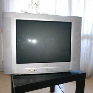 Télévision cathodique 55 cm