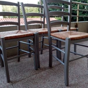 table de salle a manger avec ses 4 chaises