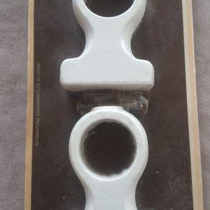 Fixations tringles à rideaux en bois blanc