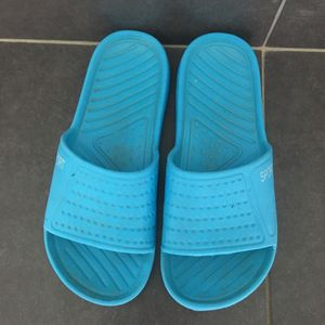 Chaussures plage ou à la maison taille 36