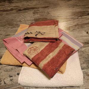 Lot de : 4 taies d'oreillers + 2 serviettes