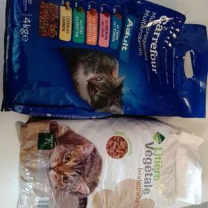 Croquettes et litière pour chat