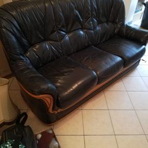 Canapé et 1 fauteuils en cuir