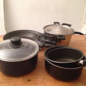 Lot de poêles et casseroles