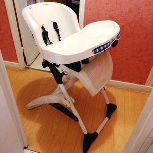Chaise de bébé la marque Graco il manque que la housse
