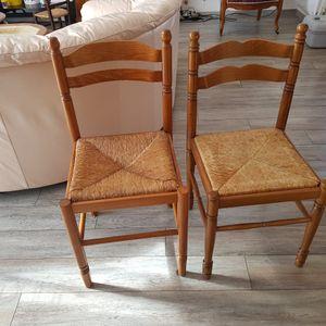 2 chaises de cuisine