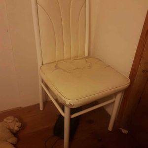 4 chaises en Fer.
