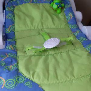 Siège /tapis d éveil pour bébé.