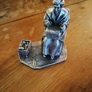 Statuette en.... (lourd) 10cm