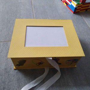 Boîte cartonnée neuve