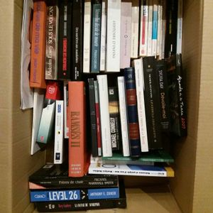 Donne pleins de livres
