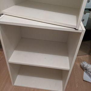Petits meubles blancs