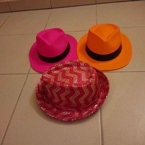 Lot de trois chapeaux