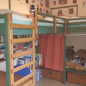 Chambre en bois massif pour 2 enfants