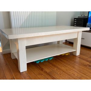 Table basse écru en bois