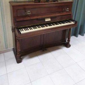Piano droit ancien