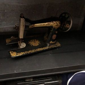 Ancienne machine à coudre Singer
