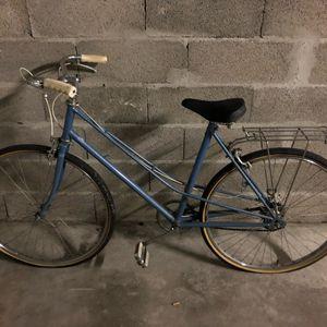 Donne vélo modèle année 80