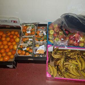 Fruits : clémentines, pommes, bananes.