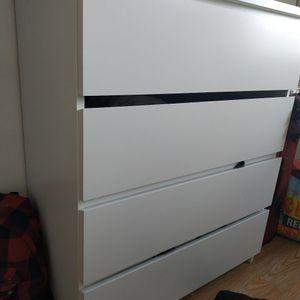 Commode en bois laqué blanc Ikea