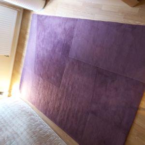 Grand tapis en laine violet