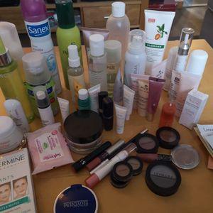 Lot de cosmétiques et maquillage