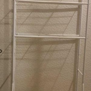Étagères à mettre au dessus des toilettes .