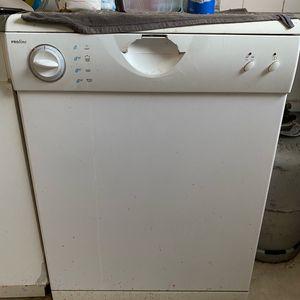 Donne lave vaisselle en état