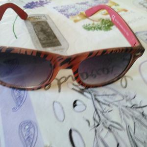 Donne lunette de soleil