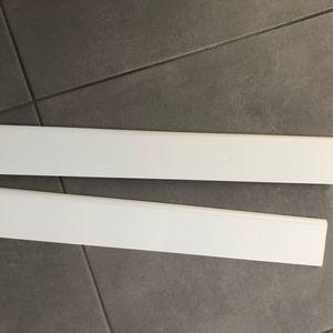 2 plinthes bois aggloméré peintes en blanc