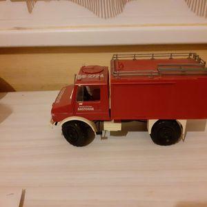 1 camion de pompiers rouge n°1