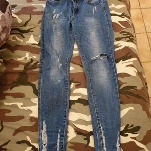 2 jeans troués