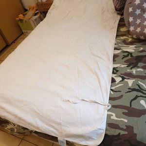 Alaise pour lit une place