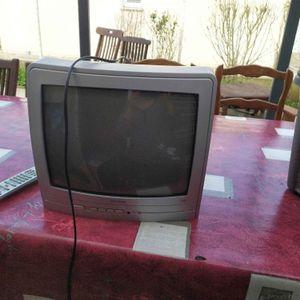 Tv et télécommande Tucson